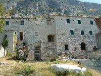 Stare Selo pod horským masivem Mosor